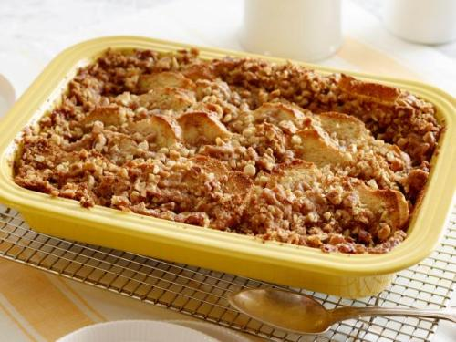 fnk_easter-french-toast-casserole-with-brown-sugar-crumble_s4x3-jpg-rend-hgtvcom-616-462